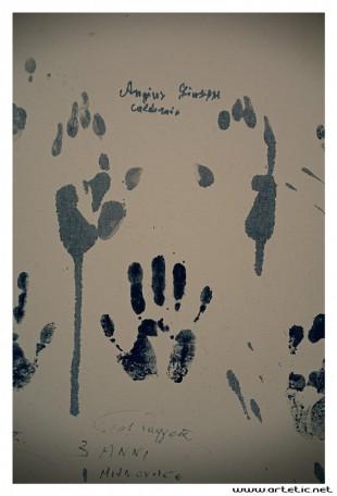 Mining hand prints