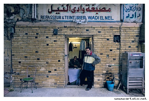 Egyptians are proud to remind that at all times the country has been ruled by authoritarian and strong men in the service of the people. This is now pinning its hopes on the General Al Sissi who we can see on the picture at the back of this shop. Will he put the country back on the right path? Here, everyone wants to believe it!