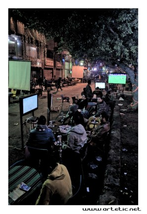 Young people are deeply involved in the profound changes facing the country in the last 2 years. As in the middle of this street transformed into huge coffee, the young people like finding themselves in the evening around a good shisha to discuss. They command tea, coffee either karkadé and play the last video games on console or look at the European championships of soccer at the TV. It is then the opportunity for them to change the world up to the night end and for me to take the pulse of what they think of the situation of their country.
