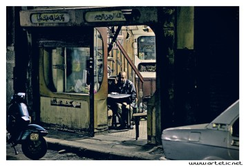 The shops open early in the morning and stay open until very late at night even when customers are scarce. In those quiet moments, the reading of newspapers often establishes the activity the most appreciated to pass the time. This seller of spare parts for cars chose as for him to kill time by means of its telephone.
