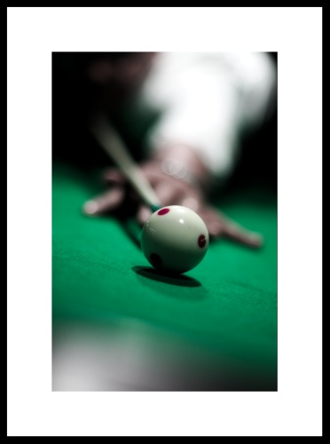 Use of small depth of field at a pool game